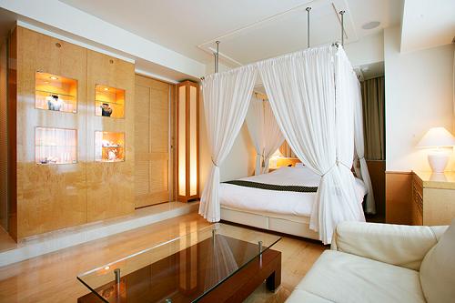 アペルト401号室は天蓋付きベッド