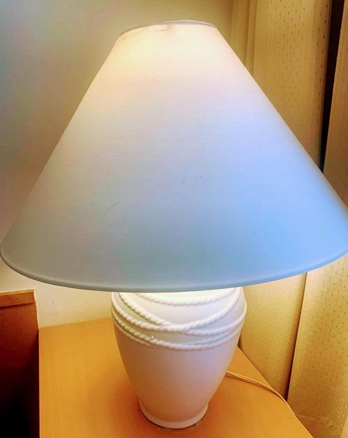 アペルト401号室の白いライト